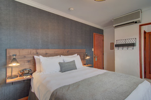 Superior Double Diamond Queen Room Picture 5